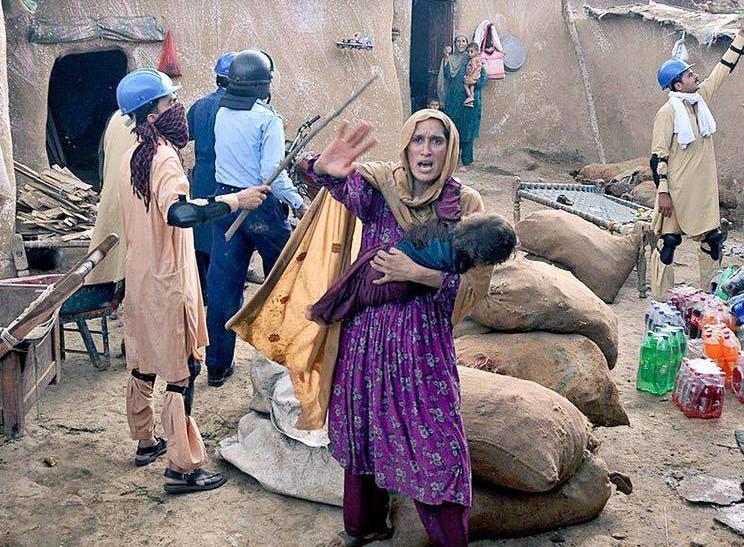 policebrutality-women holding baby men holding sticks